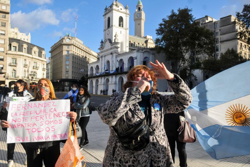 Marcha contyra la acuarentena en Plaza de Mayo